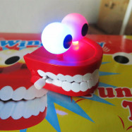 Funny Big Tooth Clockwork Toy Cute Flashing Teeth Bite Finger Novelty Jokes Toys